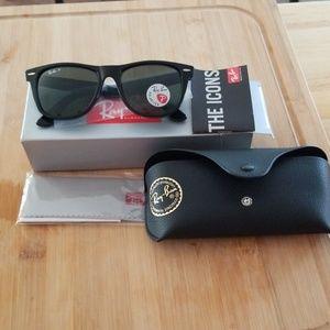 Ray-Ban wayfarer unisex polarized sun glasses